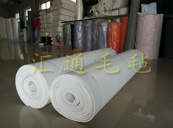 白色化纤毡